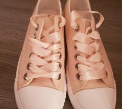 Ženski čevlji 41