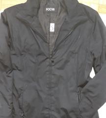 Sportna crna jakna