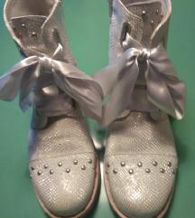 L'estrosa  usnjeni čevlji (tudi usnjen podplat)