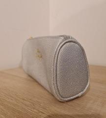 Toaletna torbica srebrna