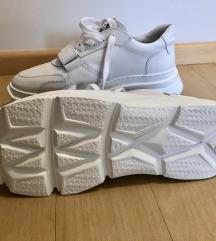 Nove, modne, bele, usnjene nizke superge