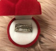 srebrn prstan s kamenčki swarovski