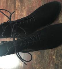 Črni čevlji
