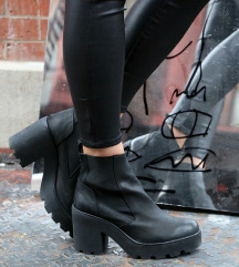 Črni škornji s peto št. 40 - PODARIM PPT