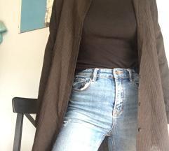 Dolga rjava srajca
