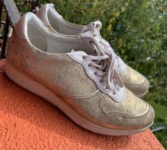 Zlati usnjeni čevlji