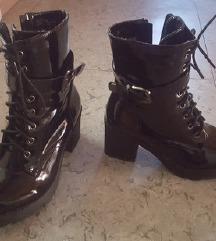 črni čevlji s peto MASS