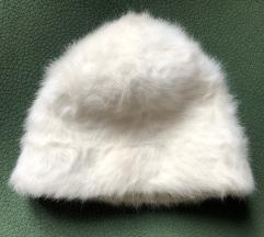 Mehka bela kapa iz krzna