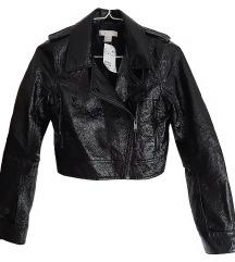 Črna krajša jakna z etiketo