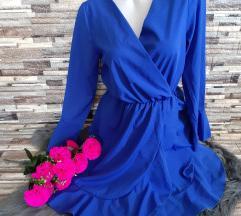 Modra oblekca z volančki
