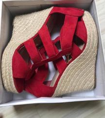Rdeči sandali z polno peto