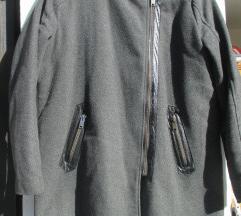 Siva jakna z usnjenimi detajli