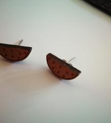 Dva para lesenih uhanov