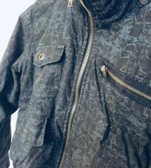 Siva zimska jakna z vzorcem