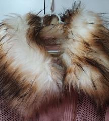 modna topla bunda / plašč z bogato mucko