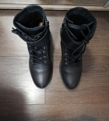 Next usnjeni škornji