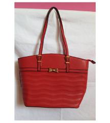 Modna rdeča torbica