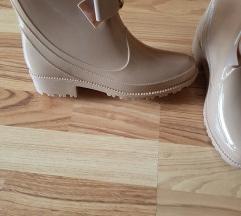 Gumjasti škornji