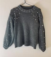 Siv pulover s perlicami