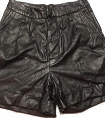 Kratke črne hlače