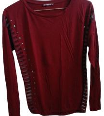 Bordo rdeča majica z lobanjami