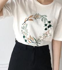 Kratka majica z izvezenim motivom